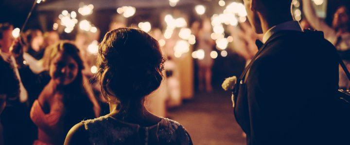 Dicas de moda para um casamento à noite